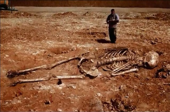 Iran: Archeologists Discover 5 Meters Tall Human Skeletons